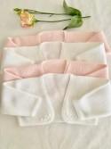 Torera con detalle de flor bordada el mismo tono rosa bebé